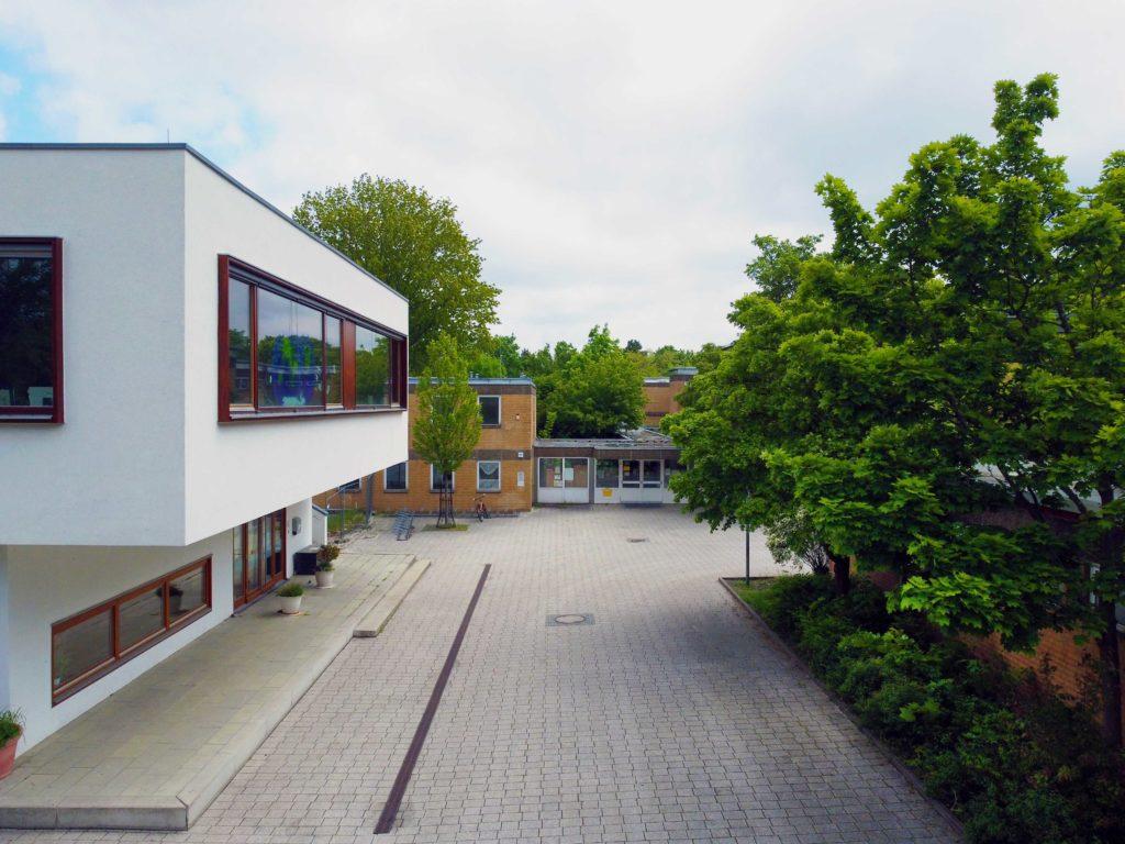 Eingang Schulgelände